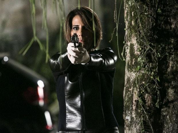 Beatriz combina encontro com Inês e atira na rival