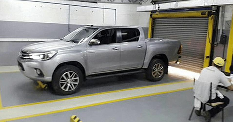 Nova geração da Toyota Hilux é fotografada sem qualquer disfarce na Tailândia