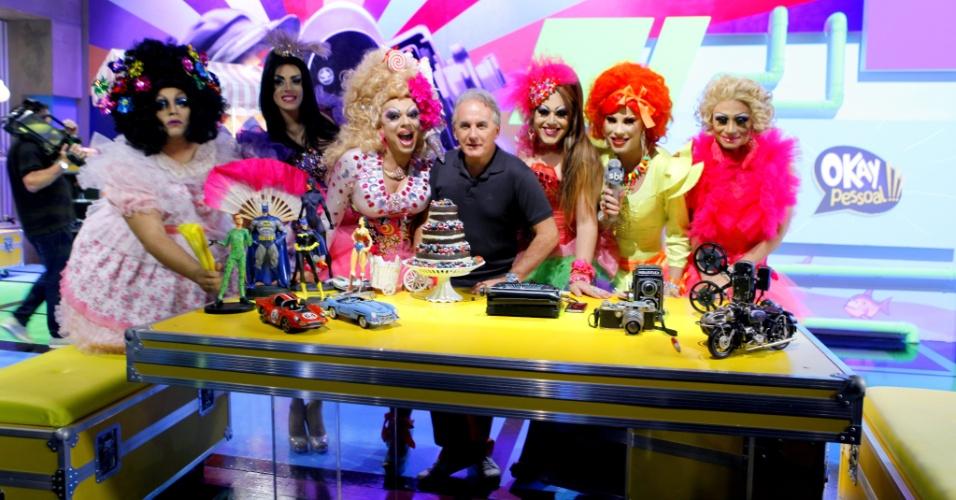 Otávio Mesquita recebe uma plateia formada por Drag Queens para comemorar o primeiro ano do programa