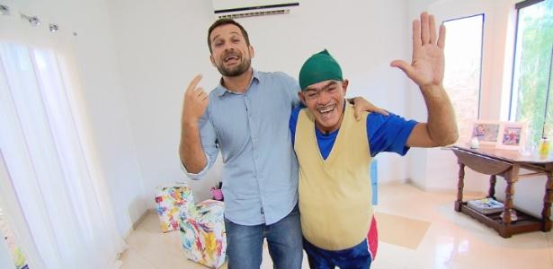 """Lug de Paula, filho de Chico Anysio e intérprete do personagem Seu Boneco, participa do """"Câmera Record"""" em homenagem aos 84 anos do humorista"""