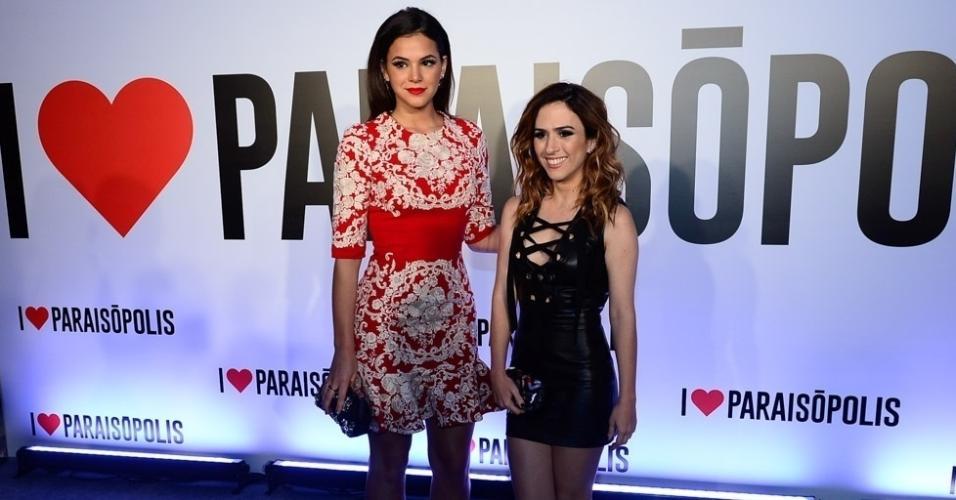 29.abr.2015 - Tatá Werneck e Bruna Marquezine chegam para a festa de lançamento da novela