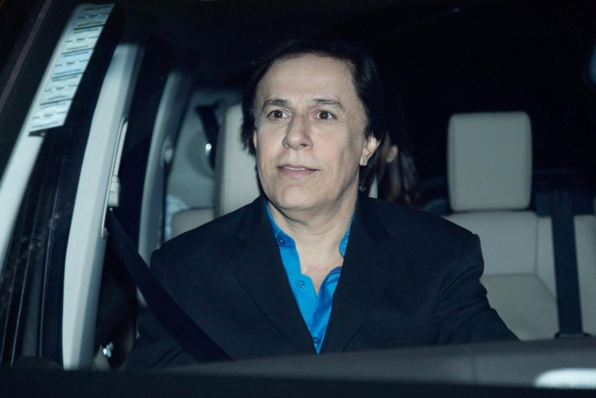 30.abr.2015 - O humorista Tom Cavalcante chega para o casamento de Roberto Justus com a modelo Ana Paula Siebert no Leopolldo Buffet, em São Paulo