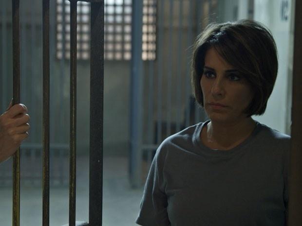 Após tentar matar Inês, a empresária Beatriz é presa