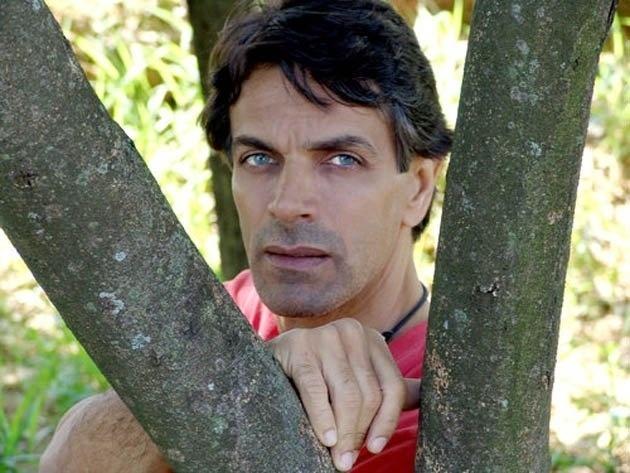 Galã da década de 1990, o ator Victor Wagner se viu sem trabalhos na TV assim que a emissora Manchete faliu