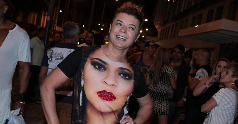1.mai.2015 - David Brazil chega para sua despedida de solteira