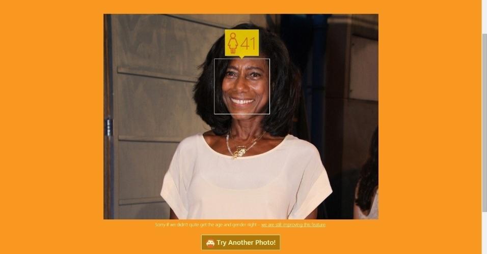 A jornalista Gloria Maria não revela sua idade, mas o aplicativo da Microsoft How Old diz que ela tem 41!