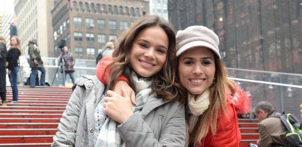 """As irmãs de criação Mari (Bruna Marquezine) e Danda (Tatá Werneck) viajam para Nova York em """"I Love Paraisópolis"""""""