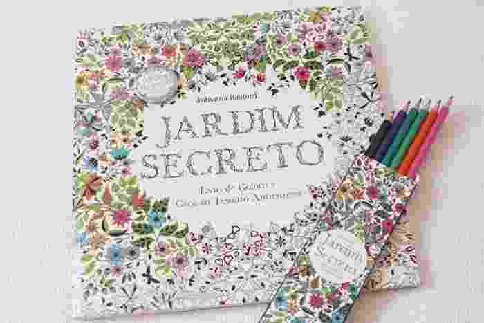 """O livro """"Jardim Secreto"""", de Johanna Basford, que vendeu mais de 122 mil exemplares em abril - Divulgação"""