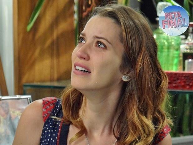 05.mai.2015 - Laura fica passada com a violência de Úrsula ao assumir que a enganou em