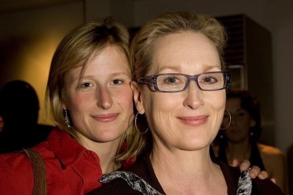 """2006 - Meryl Streep mostra que até seu sorriso é igual ao da filha. Mamie Gummer também é atriz e, em 2014, aos 31 anos, lançou o filme """"Cake"""", com Jennifer Aniston"""