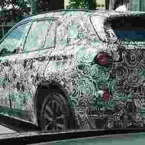 BMW X1, lançamento global da marca alemã que será fabricado em Araquari (SC), continua a ser flagrado em São Paulo; esta unidade, que rodava na avenida Ricardo Jafet, já está com pneus maiores e rodas de liga leve - Émerson Morais/UOL