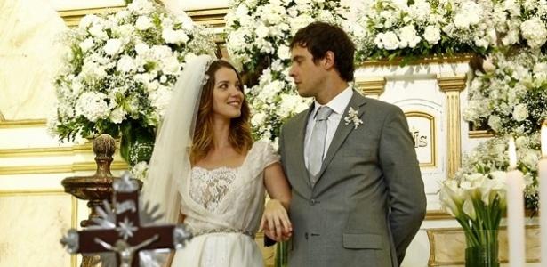 Laura e Caíque se casam em culto ecumênico