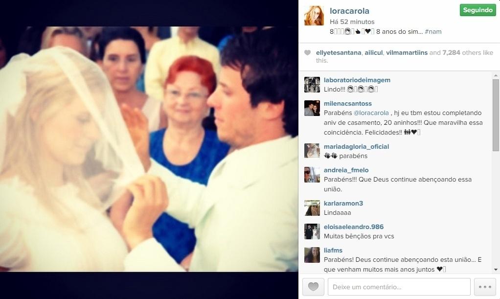 06.mai.2015 - Carolina Dieckmann fez questão de celebrar seu oitavo aniversário de casamento com o diretor Tiago Worcman nesta quarta-feira.