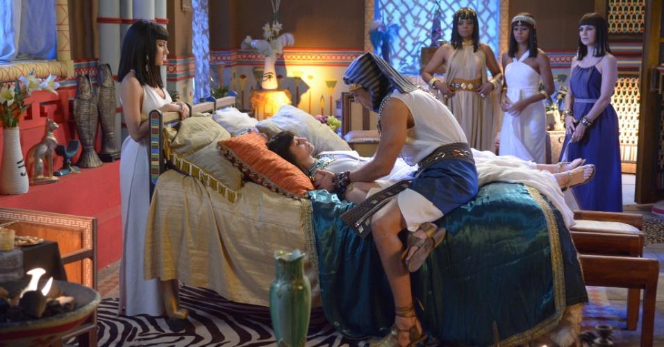 Após se casar com Ramsés (Sérgio Marone), Maya (Bárbara França) é envenenada por Yunet (Adriana Garambone) e morre