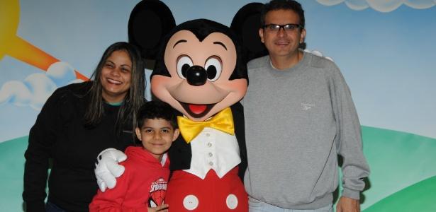 Juliana Correia Souto com o filho, Matheus, e o marido, André Luiz Dantas Souto - Arquivo Pessoal
