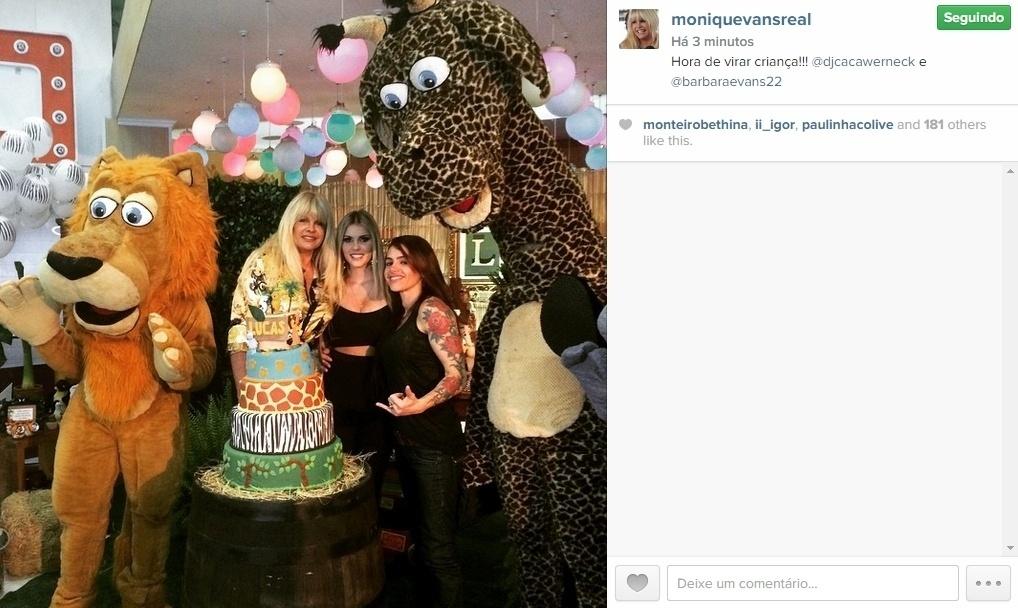07.mai.2015 - Barbara Evans foi acompanhada da mãe, Monique Evans, e da namorada dela, Cacá Werneck, curtir a festa do afilhado Lucas, que comemorava o aniversário de cinco anos. As três mostraram sintonia.