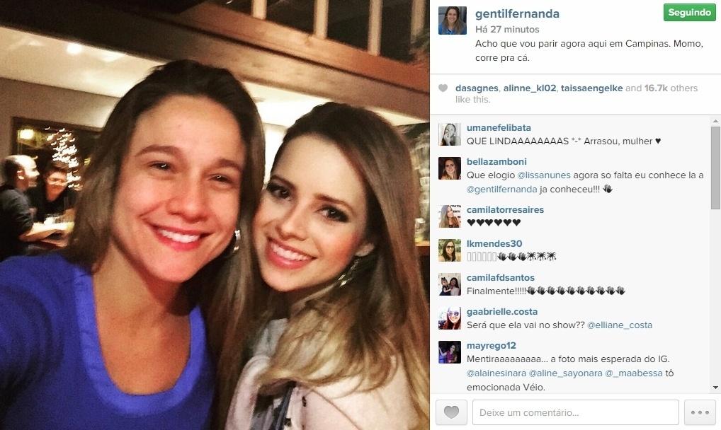 07.mai.2015 - Fã assumida de Sandy, a jornalista Fernanda Gentil fez questão de registrar seu encontro com a cantora e publicar a foto no Instagram, nesta quinta-feira.