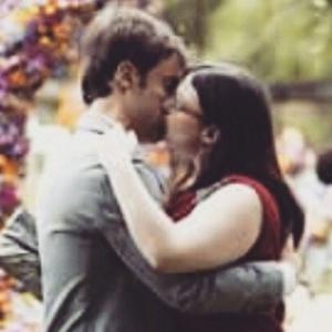 Final feliz: Bia e Israel dão beijão no casamento de Laura e Caíque