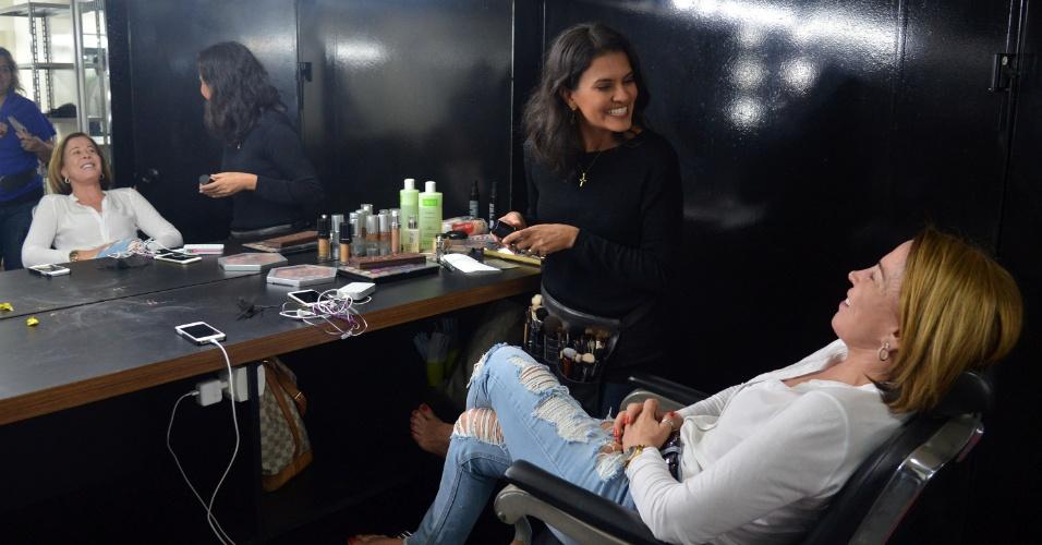 """Zilu recebe os cuidados de maquiadora antes de entrar nos estúdios para gravar o programa """"Assim Somos"""" do canal a cabo E+TV sob a direção de Marlene Mattos"""