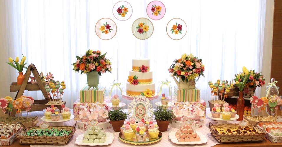 Flores naturais sofisticam a decoraç u00e3o das festas infantis; veja ideias BOL Fotos BOL Fotos -> Decoração De Bolo Com Flor Natural