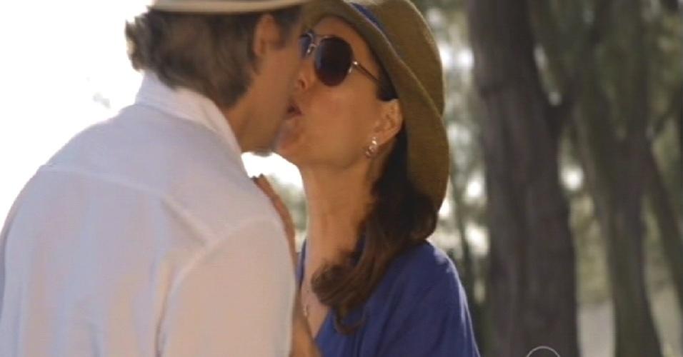 Maria Inês beija Marcelo