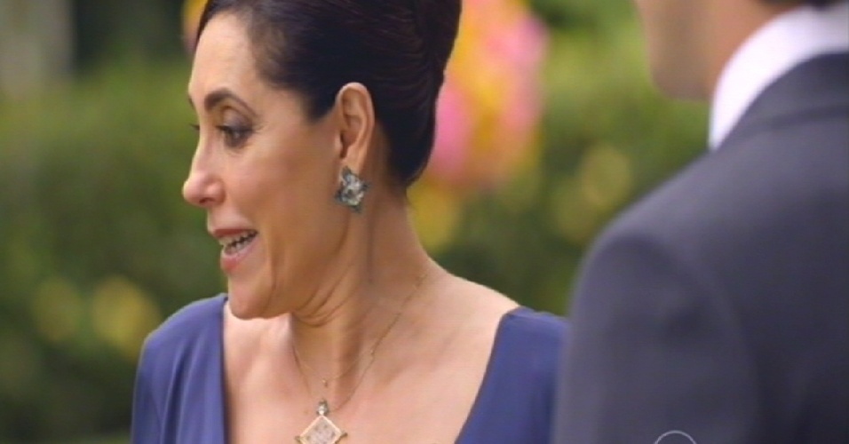 Maria Inês conversa com Caíque no dia do casamento dele com Laura