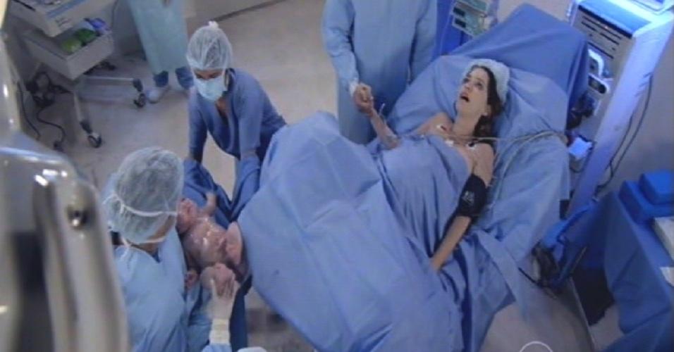 Laura se prepara para dar à luz