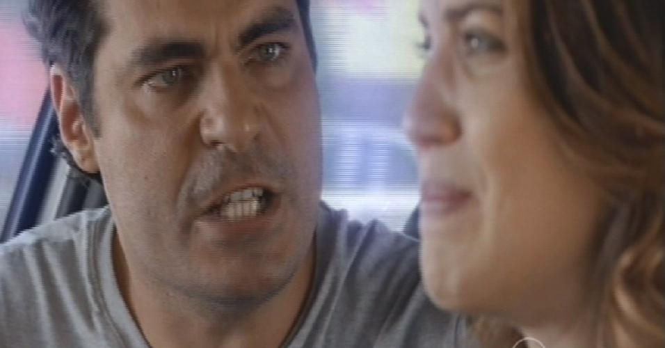 Marcos começa o sequestro e pede para que Laura siga com o carro