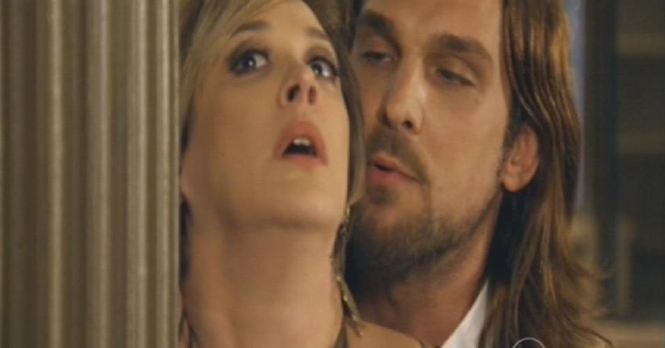 Mohammed então parte para cima de Samantha, que amolece