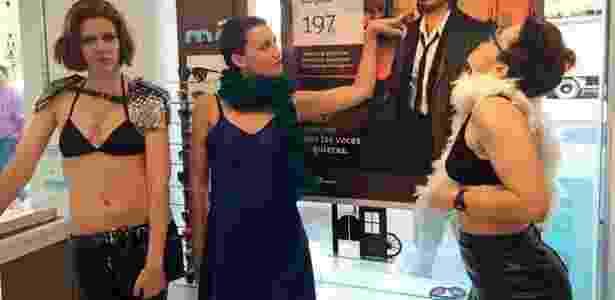 Mulheres chamaram a atenção de lingerie nas ruas de Madri - Reprodução/BBC - Reprodução/BBC