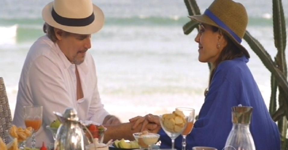 Na praia, Maria Inês relembre momentos da família com Marcelo
