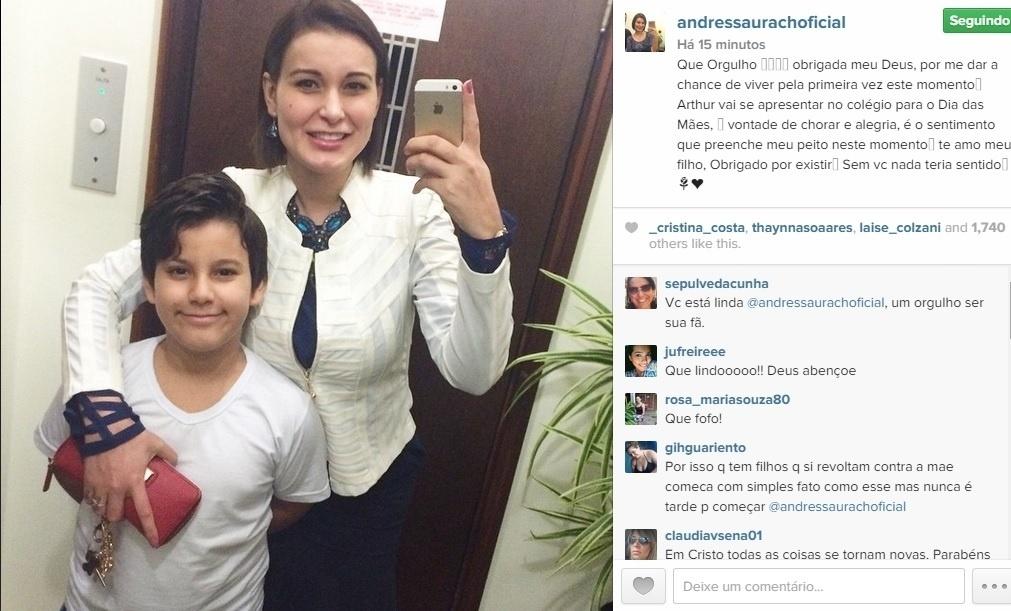 9.mai.2015 - Na véspera do Dia das Mães, Andressa Urach vai com o filho Arthur para a apresentação no colégio.