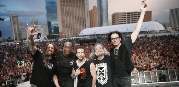 Andreas Kisser (à esq.), do Sepultura, tocará o tema do Rock in Rio em palco montado na Amazônia - Mark Davis/Getty Images/AFP