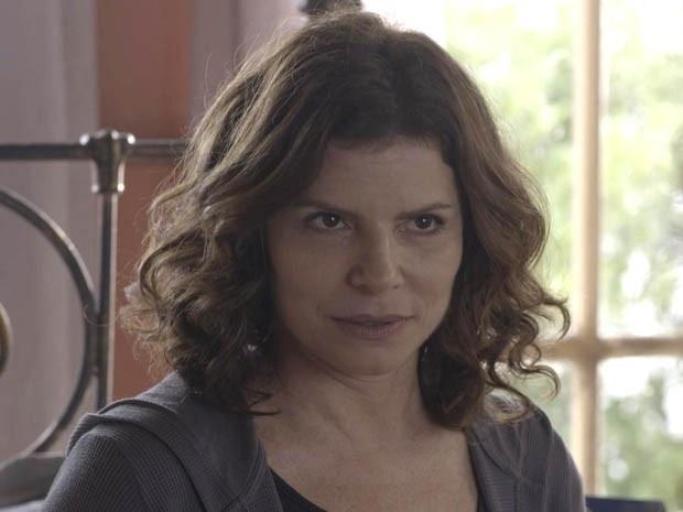 Lígia diz para Irene que ainda é apaixonada por Miguel