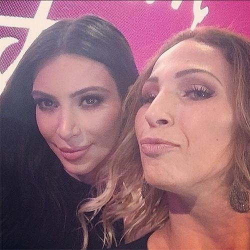 12.mai.2015 - Valesca Popozuda tietou Kim Kardashian na passagem da socialite no Brasil, nesta segunda-feira (11), e postou uma foto ao lado dela