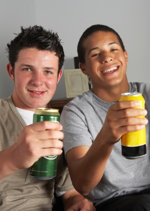 Proporção de meninos que nunca tomou bebida alcoólica diminuiu - Getty Images