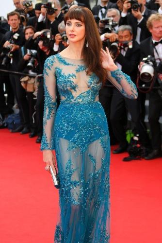 13.mai.2015 - A atriz francesa Frédérique Bel marca presença no tapete vermelho da abertura do Festival de Cannes 2015