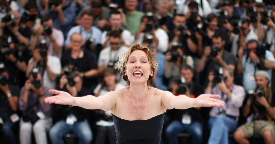 13.mai.2015 - A diretora francesa Emmanuelle Bercot apresenta o filme de abertura do Festival de Cannes 2015,