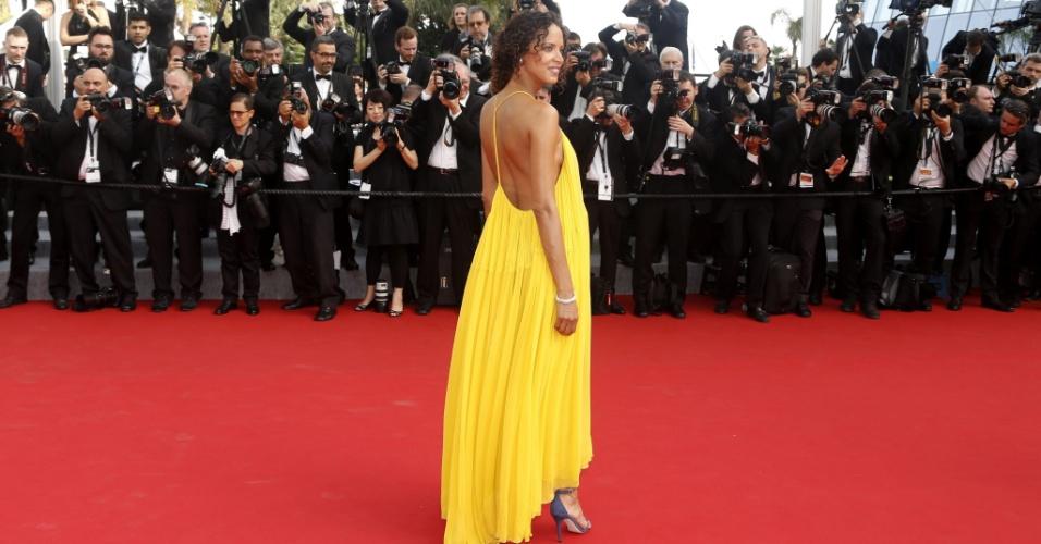 13.mai.2015 - A modelo francesa Noemie Lenoir posa para fotos no primeiro dia da 68ª edição do Festival de Cannes