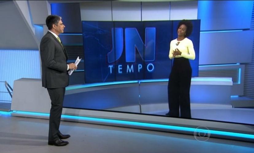 """13.mai.2015 - William Bonner pede autorização e rebatiza moça do tempo do """"Jornal Nacional''"""