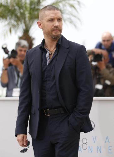 14.mai.2015 - O ator Tom Hardy posa para fotos antes da apresentação do seu novo filme,