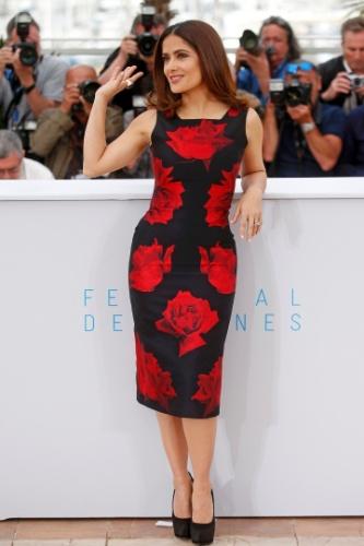 14.mai.2015 - A atriz mexicana Salma Hayek, 48, posa para fotógrafos durante a apresentação do filme