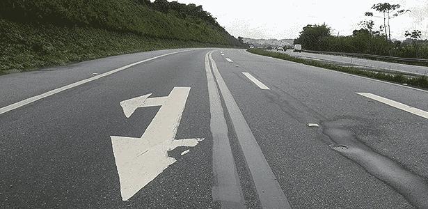 Tinta preta é usada para cobrir sinalização de asfalto de forma irregular - Infomoto - Infomoto