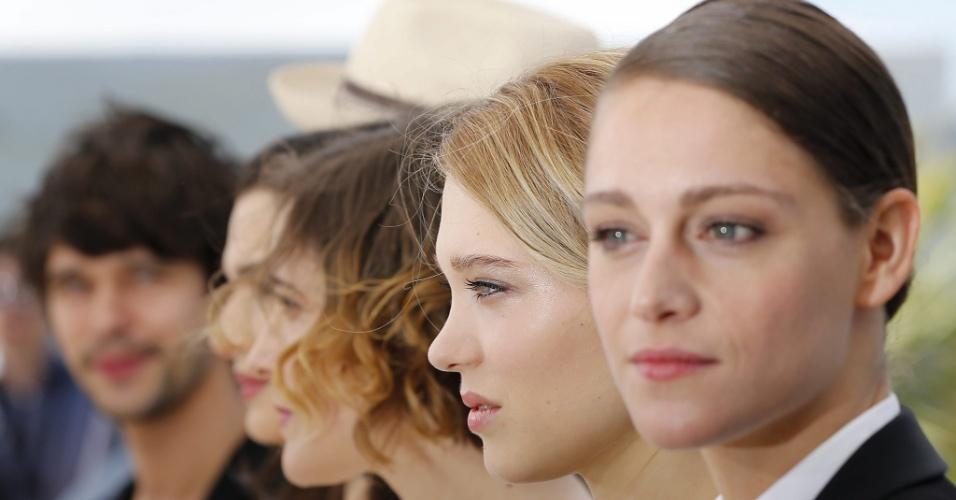 15.mai.2015 - De perfil, da dir. para esq., os atores do filme