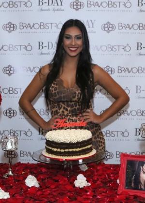 Ex-BBB Amanda comemora aniversário de 29 anos com festa em São Paulo