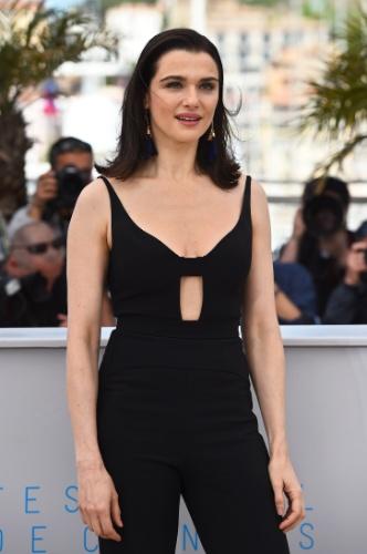 15.mai.2015 - No terceiro dia do 68° Festival de Cannes, a atriz britânica Rachel Weisz posa para fotos antes da divulgação do seu novo filme