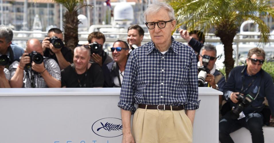 15.mai.2015 - No terceiro dia do 68º Festival de Cannes, o diretor Woody Allen posa para fotos antes da apersentação do seu filme