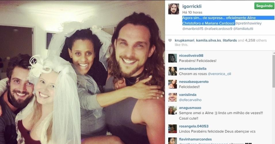 15.mai.2015 - Rafael Cardoso e Igor Rickli surpreendem suas mulheres com casamento surpresa