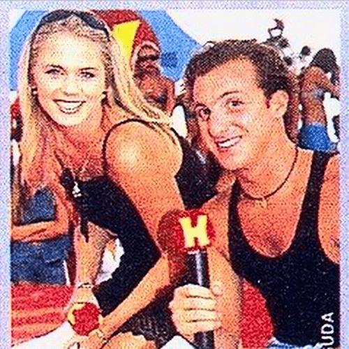 15.mai.2015 - Susana Werner posta foto antiga ao lado de Luciano Huck, na madrugada desta sexta-feira. A ex-atriz apresentou um programa na Band ao lado do global