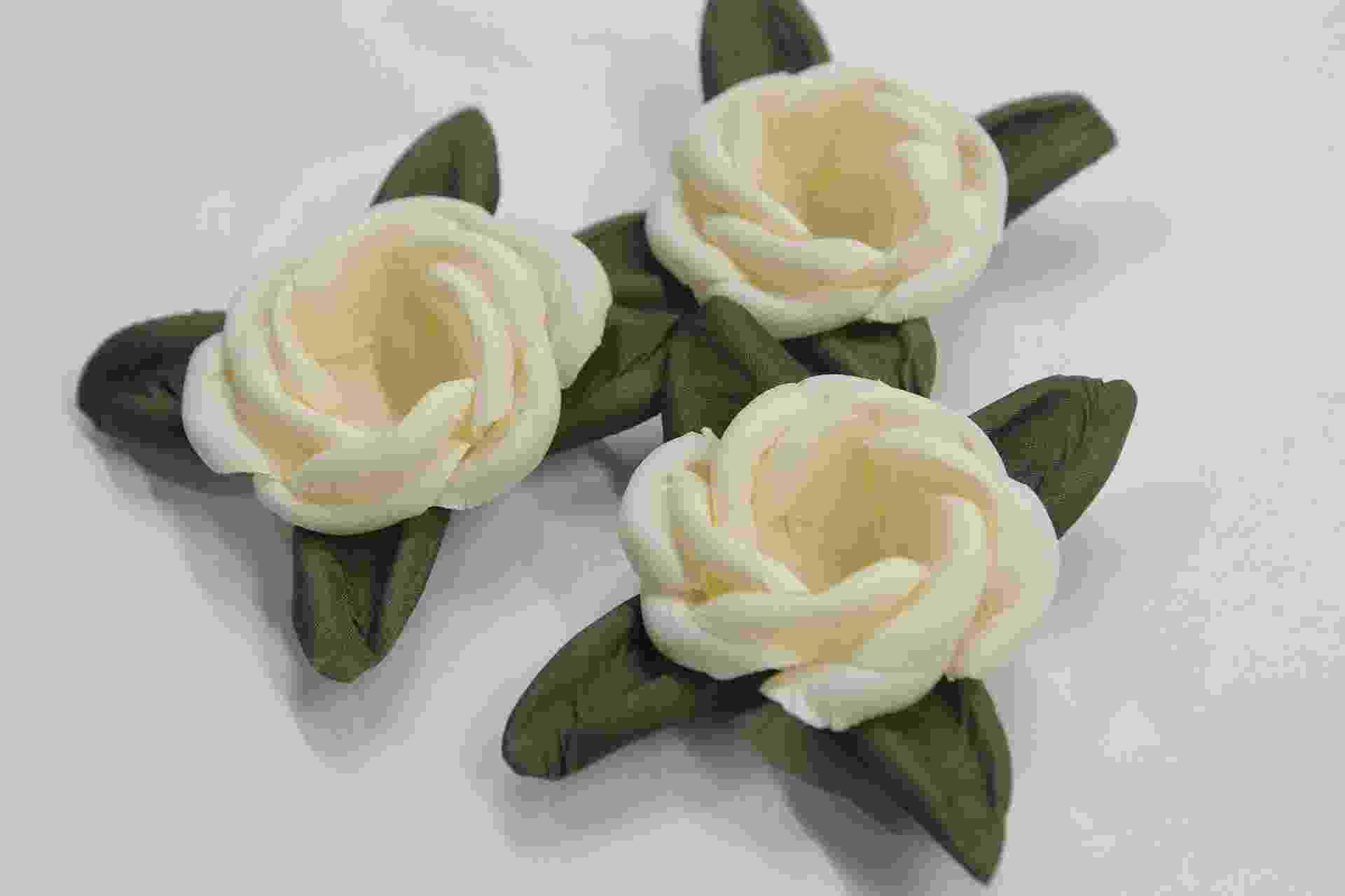 Forminhas em tecido creme, dos Armarinhos Santa Cecília (www.armarinhosantacecilia.com.br). R$ 48 (25 unidades). Preço pesquisado em maio de 2015. Sujeito a alterações - Reinaldo Canato/UOL